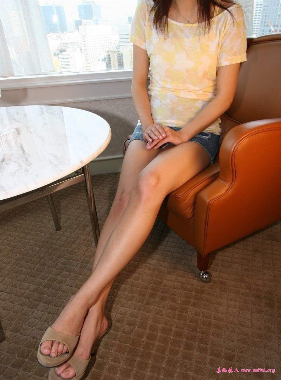 大学生美腿在家中极致呈现