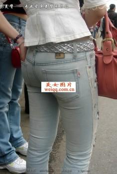 街拍性感紧身裤丰臀_美女街拍 - 美女MM - 街拍第一站