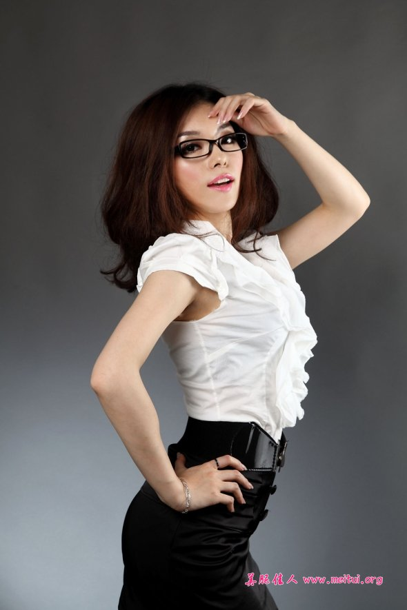 上海站街女图片 高清_18.12.11妩媚风骚的网络美女秀丝腿 - 美女MM - 街拍第一站