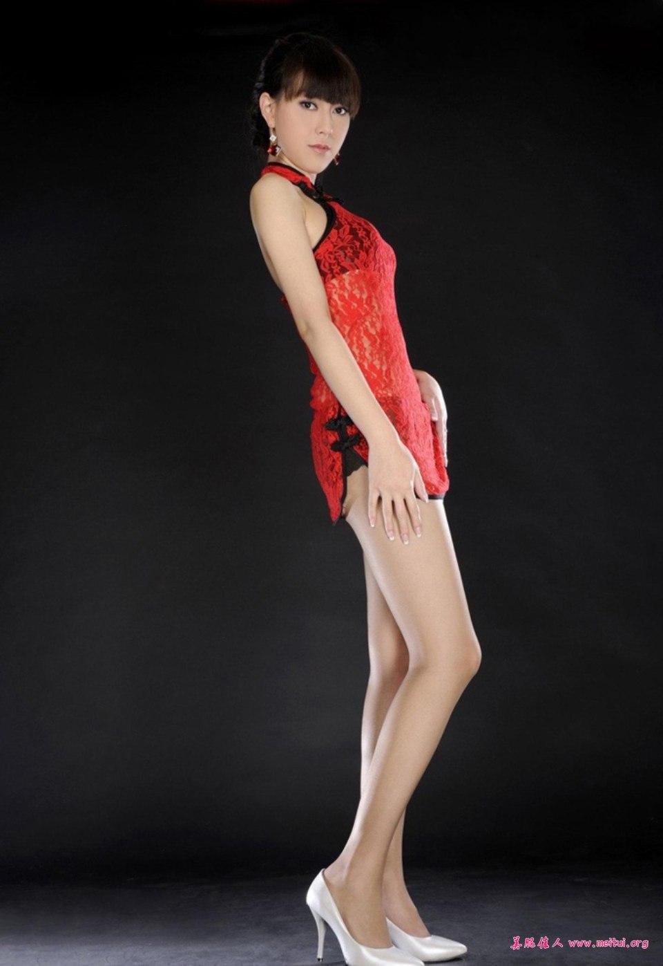 超短旗袍的丝袜写真很有展示空间